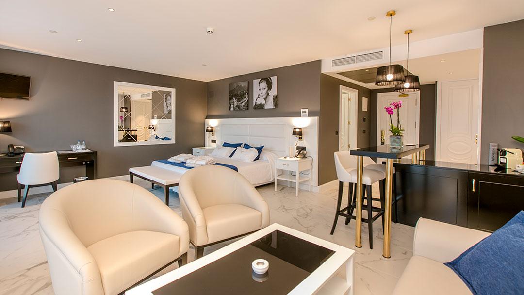 grand-luxor-all-suites-premium-minibar