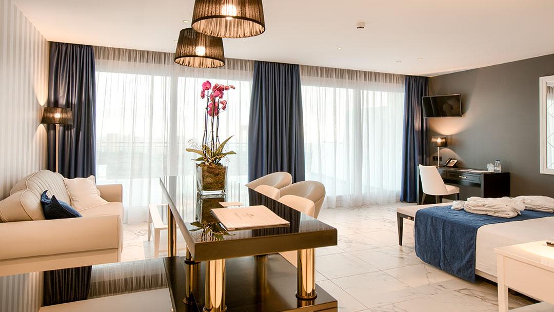 grand-luxor-all-suites-premium-vista-exterior