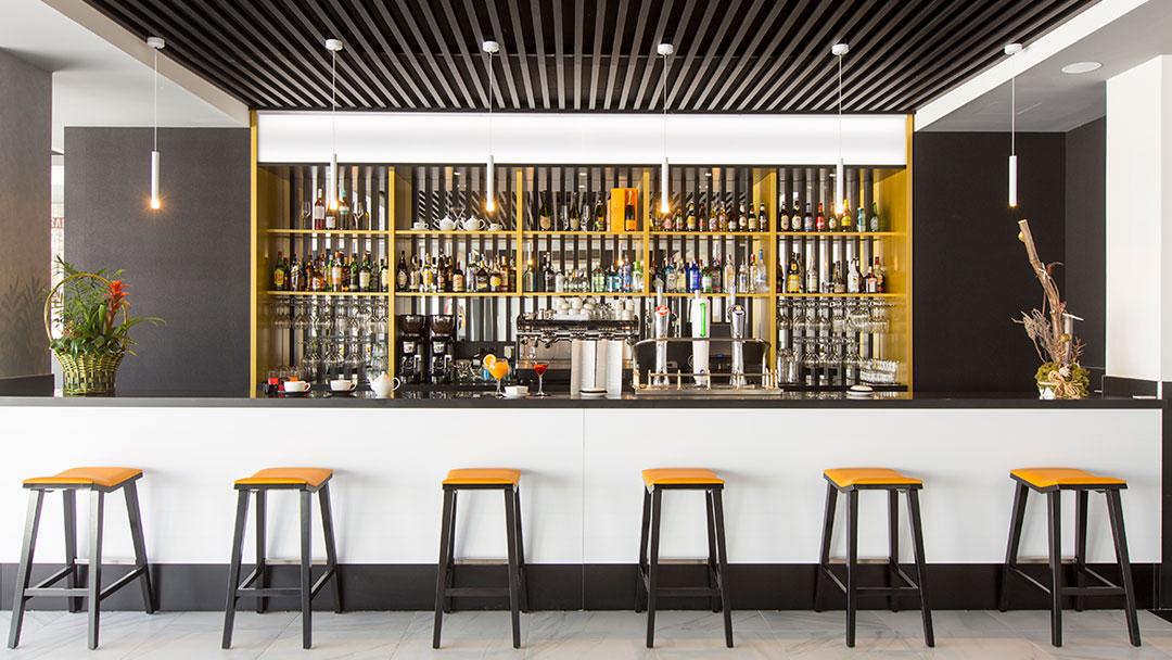 grand-luxor-hotel-bar-1