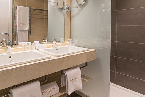 aseo-habitacion-grand-luxor-hotel