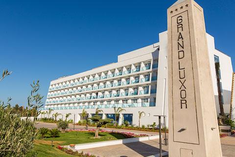 plaza-exterior-grand-luxor-hotel