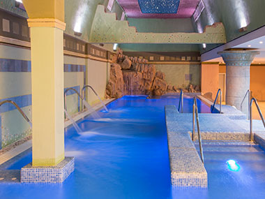 spa-cascada-piscina-grand-luxor-hotel