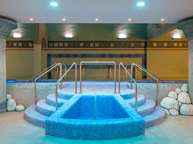 spa-escalera-piscina-grand-luxor-hotel