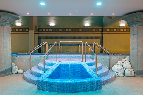 spa-grand-luxor-hotel-escaleras-acceso-piscina