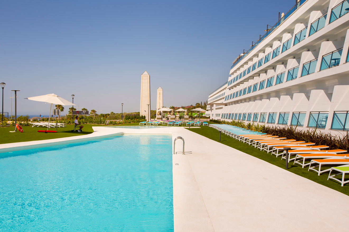 Galeria piscinas grand luxor hotel 6 hotel grand luxor for Piscinas benidorm