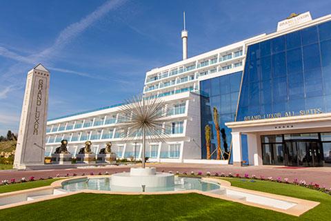 Fachada Grand Luxor All Suites Hotel