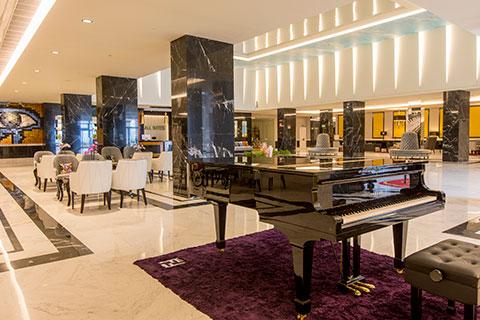 recepcion-all-suites-piano-grand-luxor-hotel